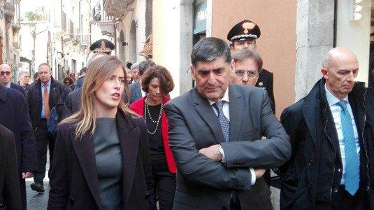 La sottosegretaria alla Presidenza del Consiglio Maria Elena Boschi con il sindaco di Taormina - Ansa