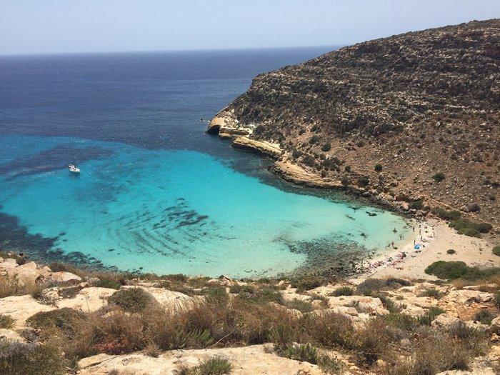 Lampedusa spiaggia dei conigli la pi bella d italia for Scrittore di lampedusa
