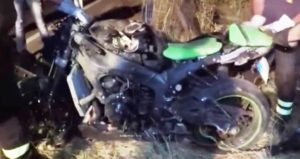 La-moto-Kawasaki-distrutta