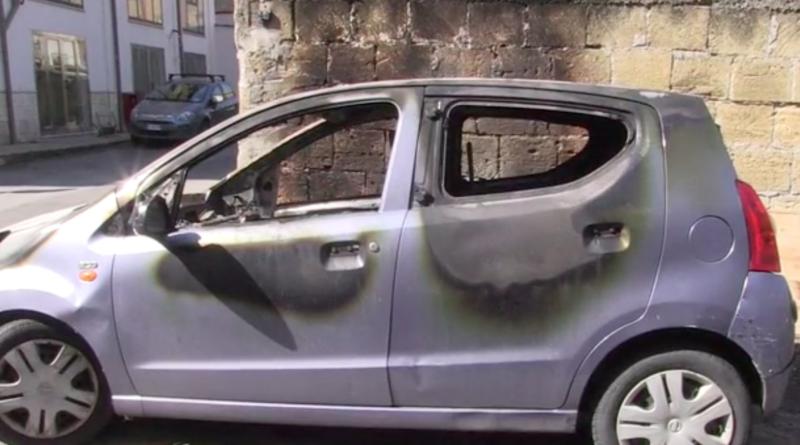 """Auto incendiata ad attivista di """"Libera"""", si sgonfia la pista mafiosa"""