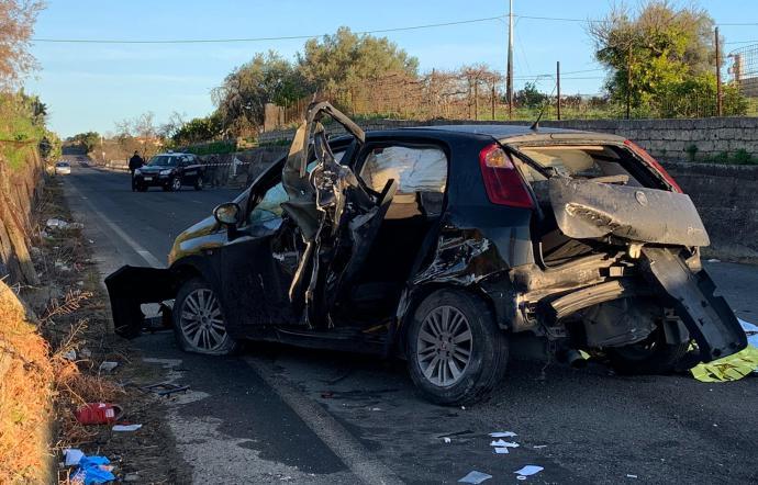 Auto contro muretto tra Scordia e Palagonia: morto 16enne e 3 feriti