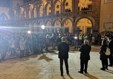"""MAZARA DEL VALLO -""""Insieme per Denise"""", la gente scende in piazza. Piera Maggio:""""Adesso basta!, chi sa parli ora"""""""