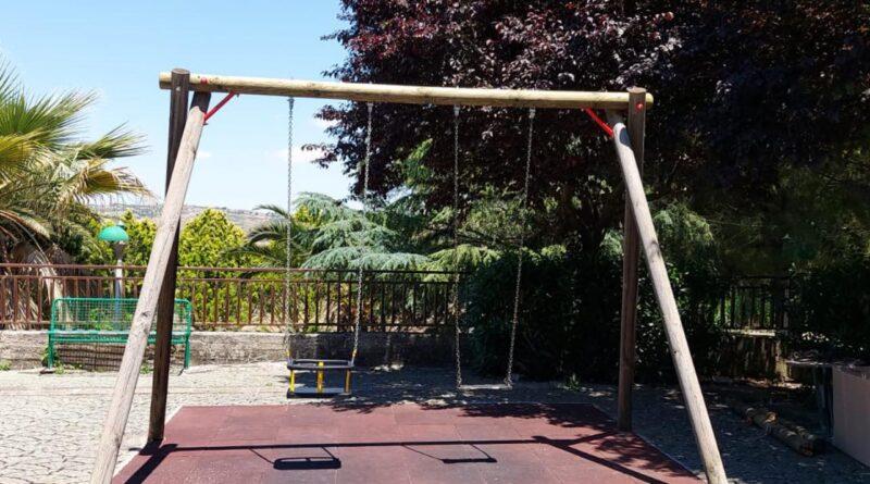 RACALMUTO – Avviati i lavori di ripristino dei parchi gioco [FOTO]