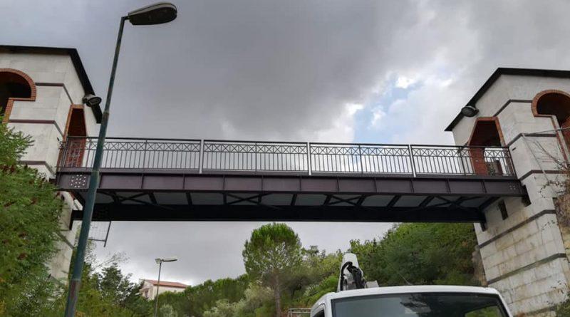 RACALMUTO – Lavori di sostituzione del ponte pedonale nel parco Fra Diego La Matina